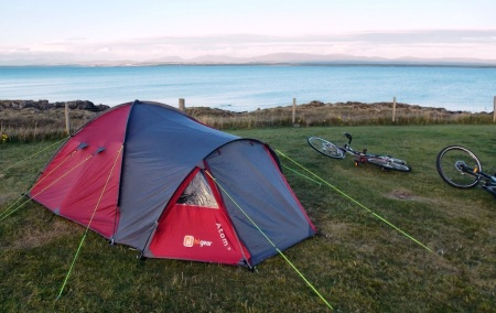 I'm getting used to camping by the sea, falling asleep to the sound of the waves.